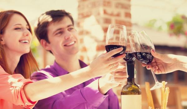 червено вино за здрава усмивка