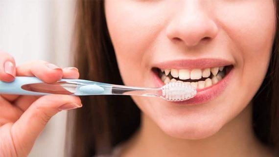 Кои са най-вредните навици за зъбите Ви?